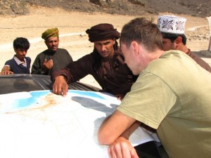 Oman,  Mughsai, teaching locals how to read map