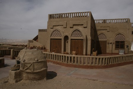 15-Al-Qasr-Dakha-11