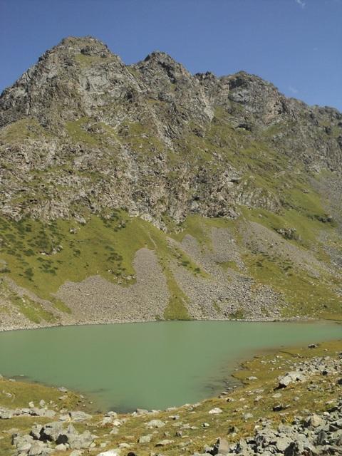 11-lake-trekking-16
