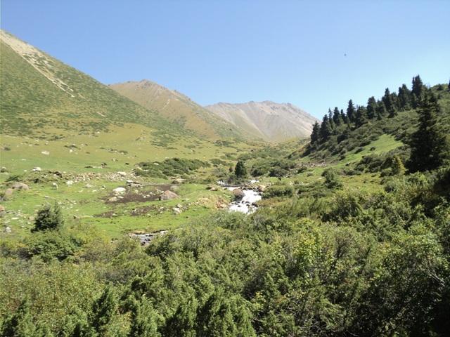 11-lake-trekking-3